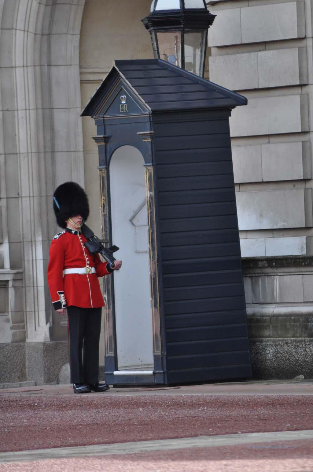 Soldat vor dem Buckhingham Palast