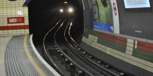 Die Metro fährt ein
