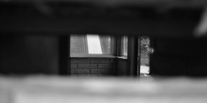 Blick durch den Briefkastenschlitz