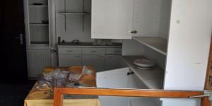 Zurückgelassene Kücheneinrichtung