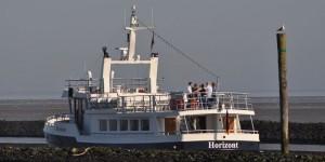 Bestattungsschiff an der Nordsee