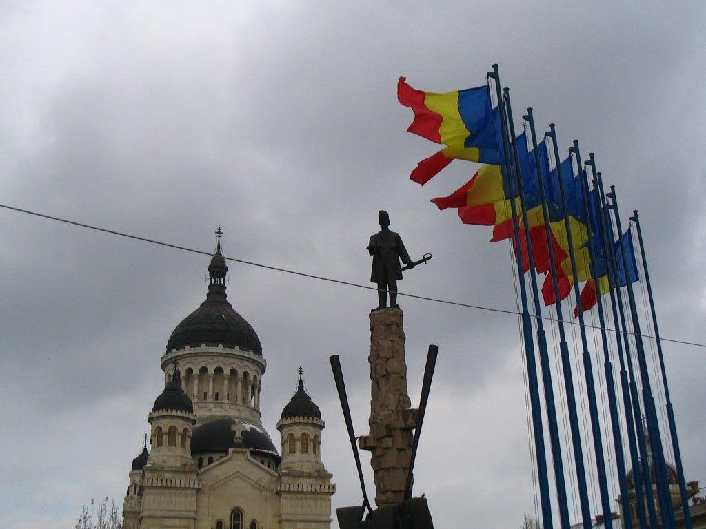rumänische Flaggen in Cluj-Napoca