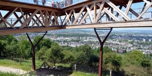 Plattform oberhalb des Rheins