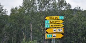 Zweisprachige Schilder in Kirkenes