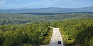 Weite Straße in Lappland