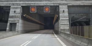 Einfahrt in den Tunnel