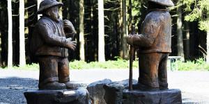Geschnitzte Skulpturen