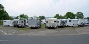 Wohnmobile auf dem Stellplatz