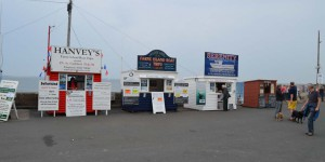 Verkaufsstände für die Fährüberfahrt zu Farne Islands