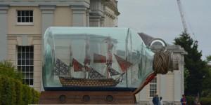 Riesiges Buddelschiff
