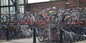 Fahrradparkplatz in zwei Etagen