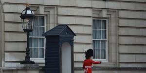 Wache vor dem Buckingham Palast