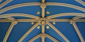 Blaues Deckengewölbe in der Kirche von Edinburgh