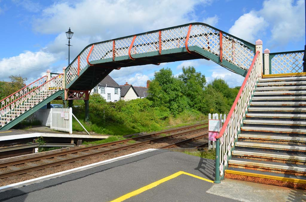 Brücke über die Gleise