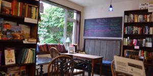Cafe in einer Buchhandlung