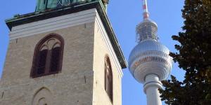 Kirche vor dem Alexanderturm