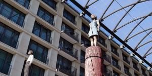 Figuren vom Bildhauer Balkenhol