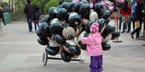 Kind mit Ballons