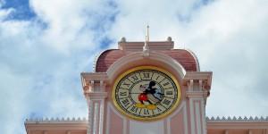 Uhr am Disneyland Hotel