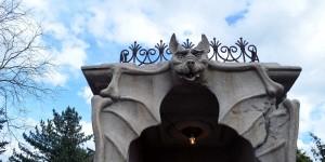 Fledermaus am Eingang zum Geisterhaus