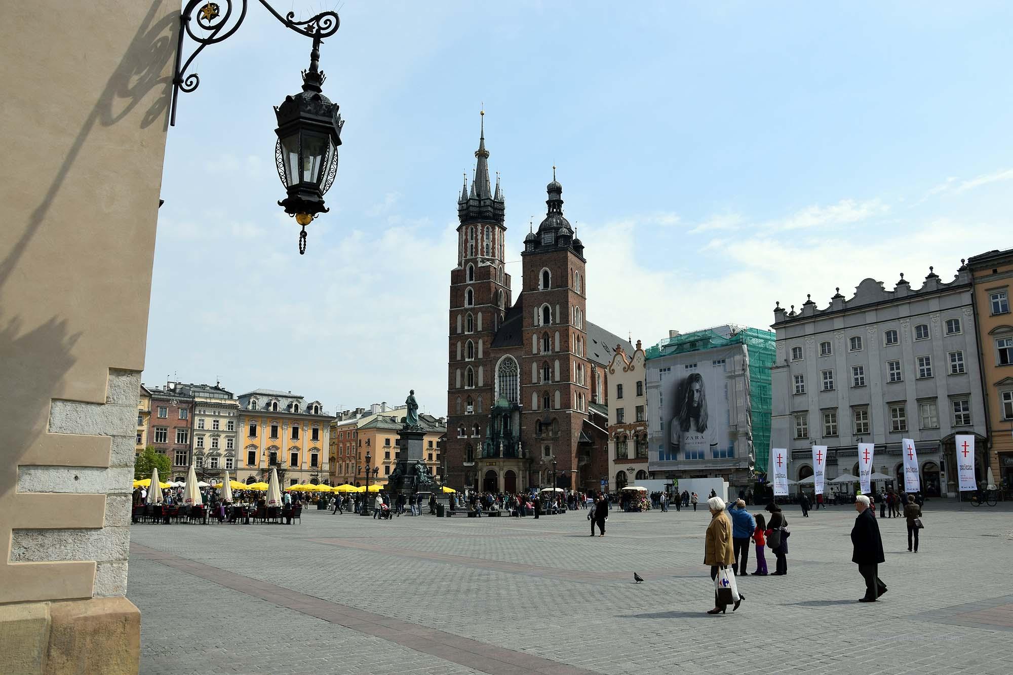 Marienkirche mit unterschiedlichen Türmen