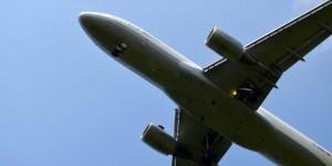 Flugzeug von unten