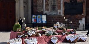 Osterkörbe vor der Marienkirche