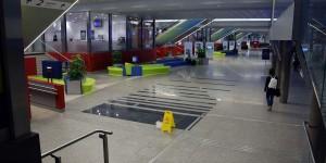 Moderner und neuer Bahnhof in Krakau