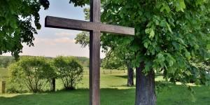 Kreuz an der Laurentiuskapelle