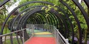 Slinky-Springs-to-Fame-Brücke