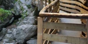 Holzsteg in der Klamm