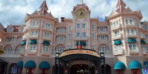 Das Disneyland Hotel ist gleichzeitig der Eingang zum Park