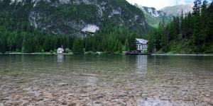 Ganz klares Wasser im See