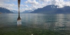 Gabel vor der Bergkulisse am Genfer See