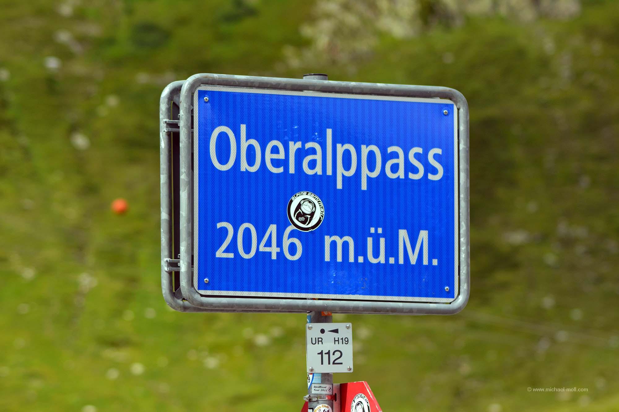 Schild vom Oberalppass