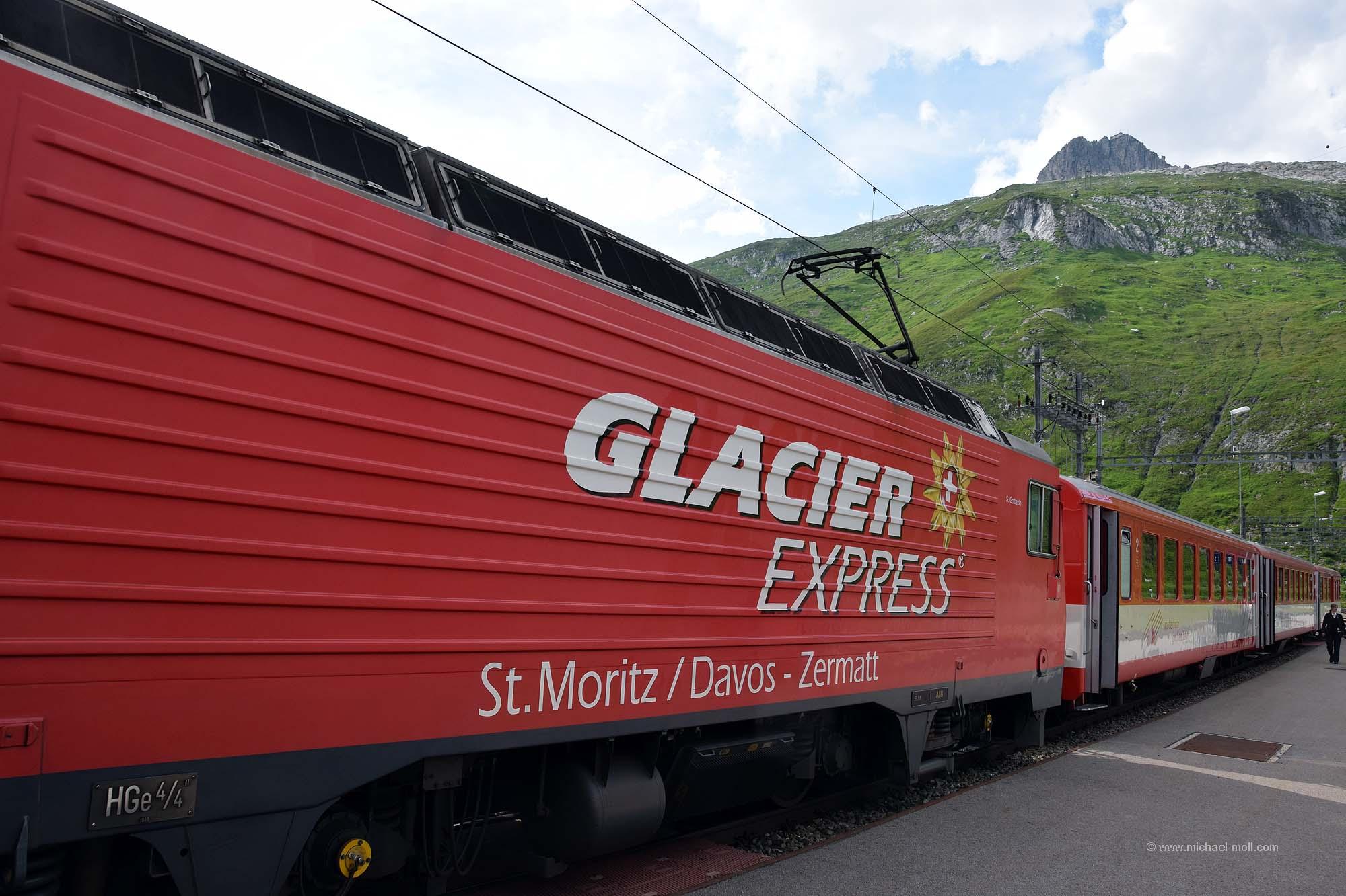 Glacier-Express am Oberalppass