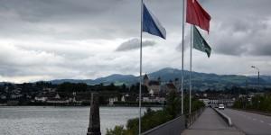Flaggen am Dreikantonseck