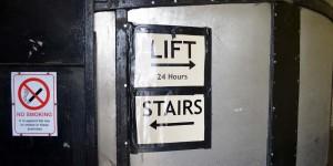 Fahrstuhl oder Treppen