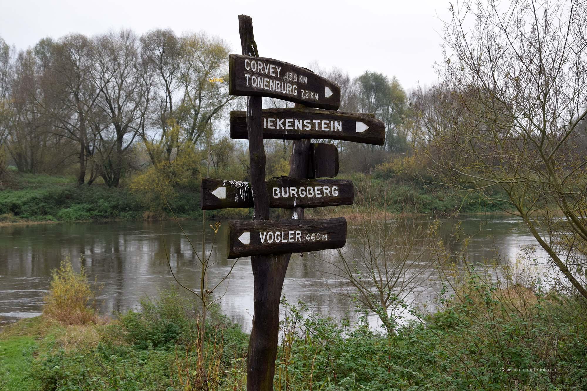 Wegweiser am Weserradweg