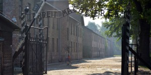 Zynischer Spruch in Auschwitz
