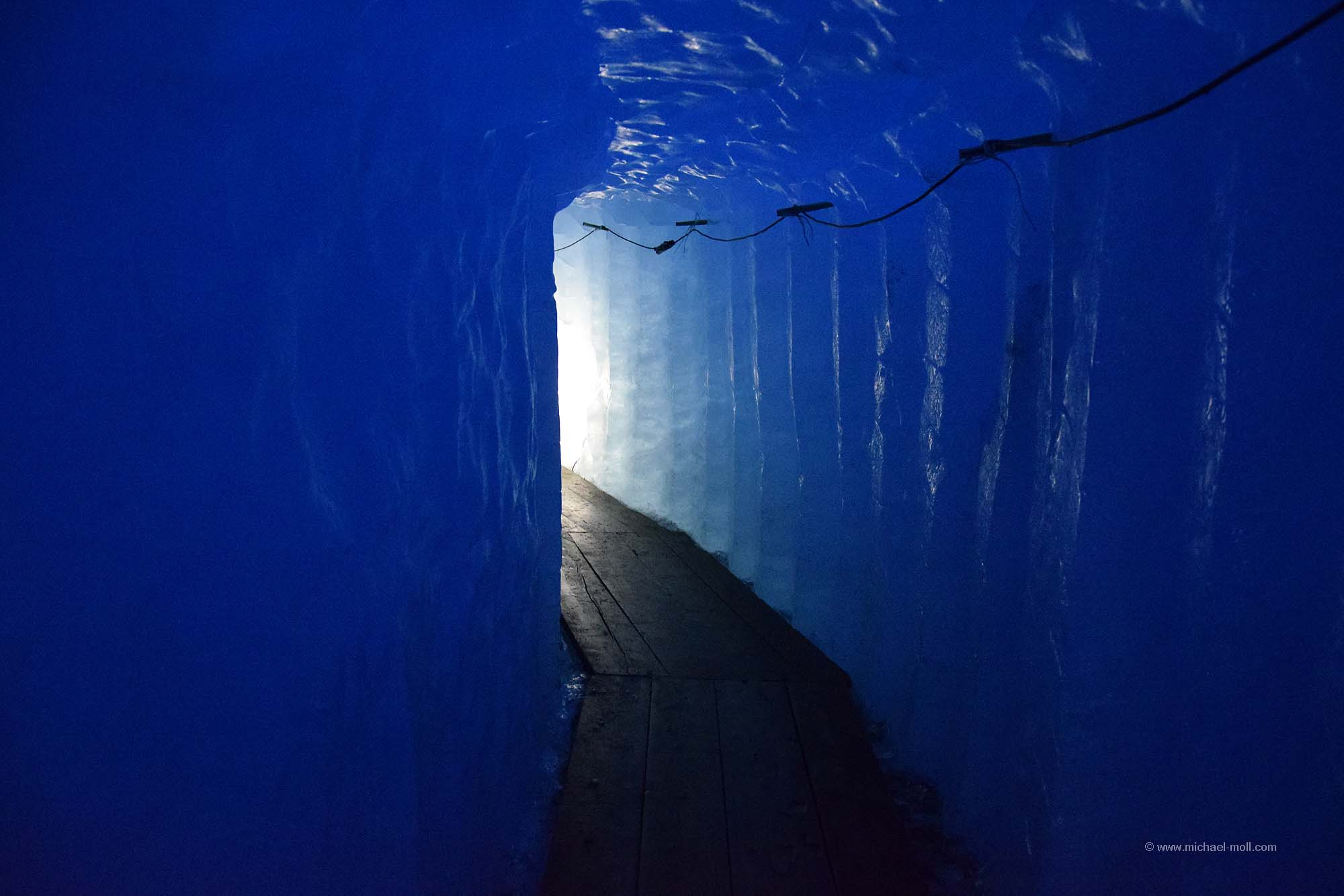 Tunnel im Rhone-Gletscher