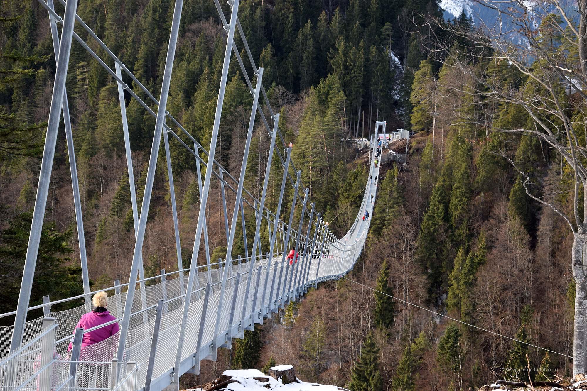 Die Brücke hängt sehr durch