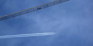 Brücke mit Flugzeug