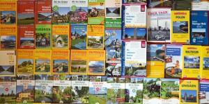 Reiseführer und Zeitungsartikel