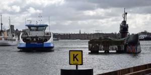 Fähre und U-Boot