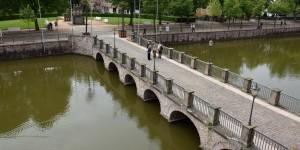 Brücke über den Wassergraben