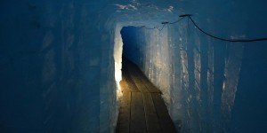 Tunnel im Rhône-Gletscher