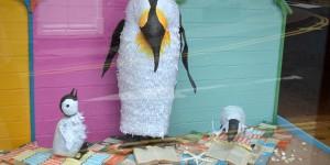 Pinguine im Schaufenster