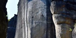 Steile Felswände