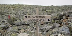Wegweiser auf dem Berg